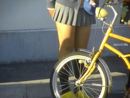 【三次・街撮り画像】 ギリギリ見えそうなエロイJKの街撮りはやっぱええで! 22枚 part.9 No.1