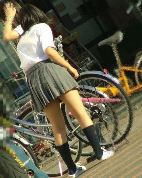 ミニスカートのJKの太ももを街撮り盗撮したエロ画像でウォームングアップしようぜ! 29枚 part.20 No.8