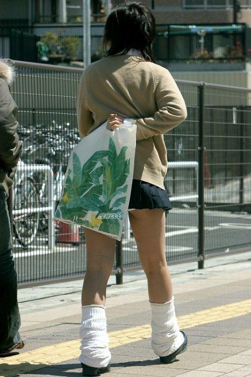 ミニスカートのJKの太ももを街撮り盗撮したエロ画像でウォームングアップしようぜ! 29枚 part.20 No.21