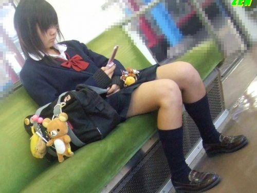 【三次・画像あり】 電車で座ってるJKのちょっとエロイやつ集めたった! 25枚 part.7 No.1