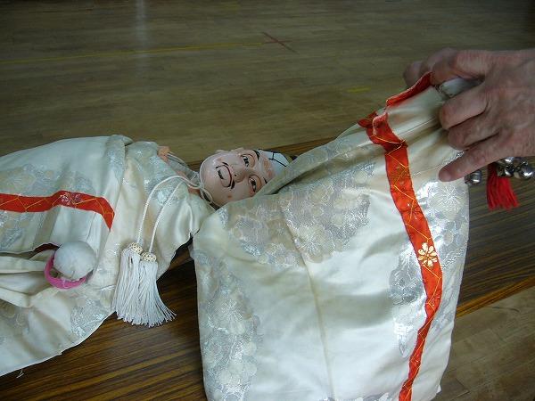 二番の人形の鈴を除ける