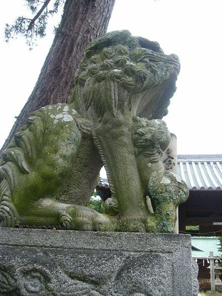 履脱八幡神社狛犬吽子ども