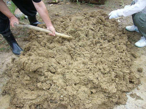 壁土砂を混ぜる