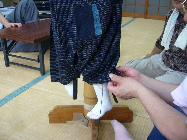 袴の下を絞る