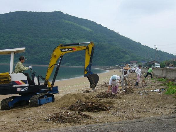 西浜海岸掃除 ユンボ