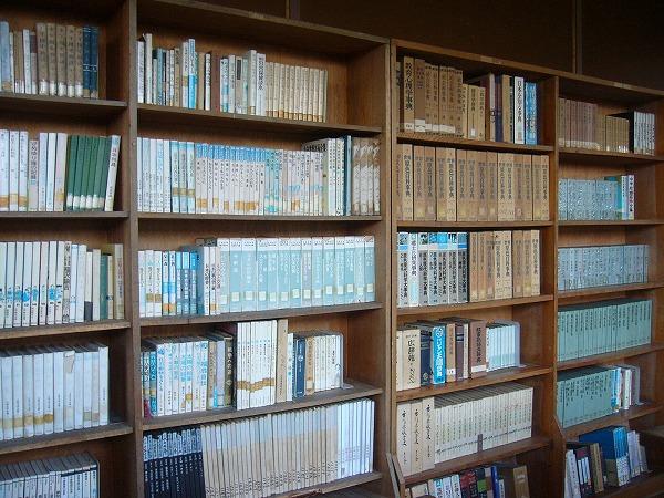 粟島中学図書館