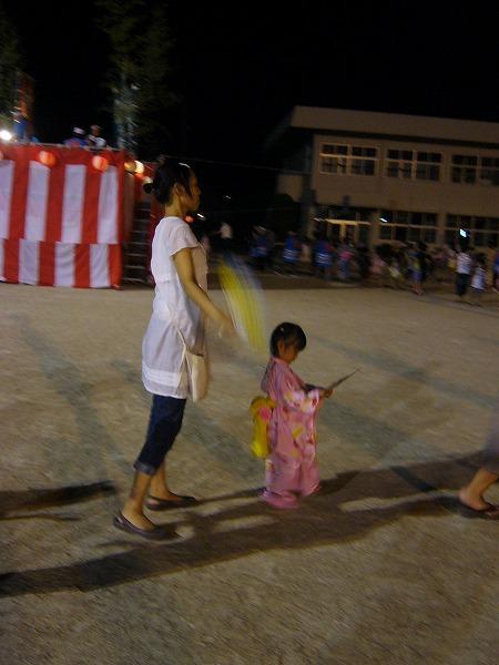 子どもも盆踊り