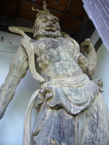 仁王さん向かって右側(山本)