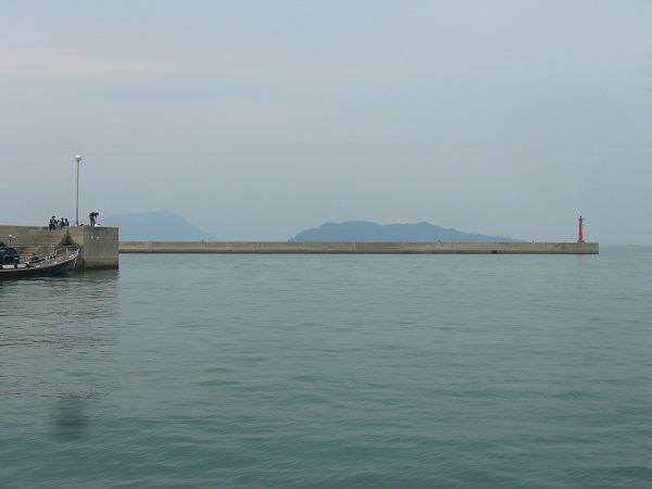 須田港で海上タクシーを待つ