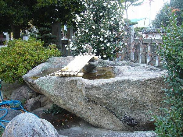 賀茂神社に在る石
