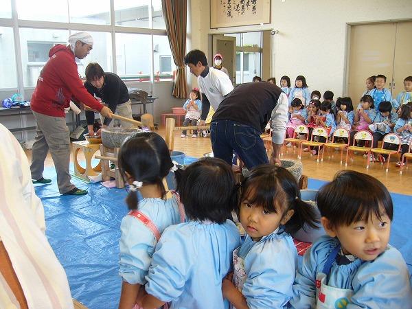 幼稚園の餅つき
