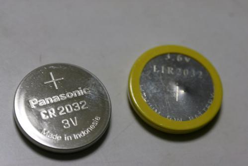 CR2032とLIR2032