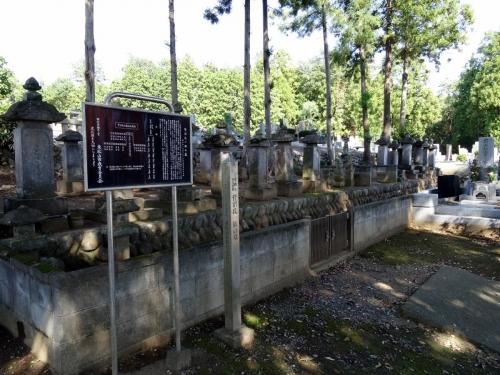 4淨空院菅沼氏の墓 (1200x900)