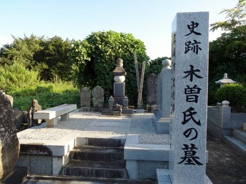 5木曽氏の墓 (1200x900)