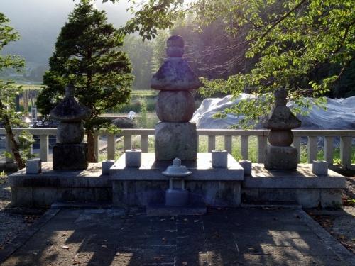 4武田信義の墓 (1200x900)
