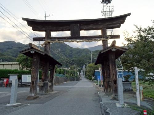 1武田八幡一の鳥居 (1200x900)