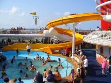船のプール