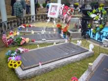 $アラバマ生活雑記帳-Graceland headstones