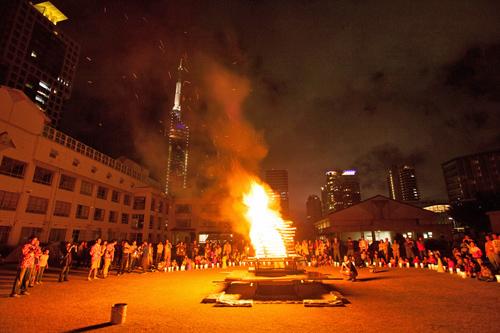 2012校庭キャンプキャンプファイヤー