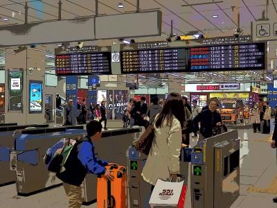 新大阪駅改札。改札近くの551蓬莱ぶたまんにはいつも行列が…。