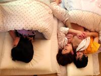 【無修正】川の字で寝ている姉を犯したらその喘ぎ声