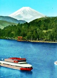 芦ノ湖畔と富士山