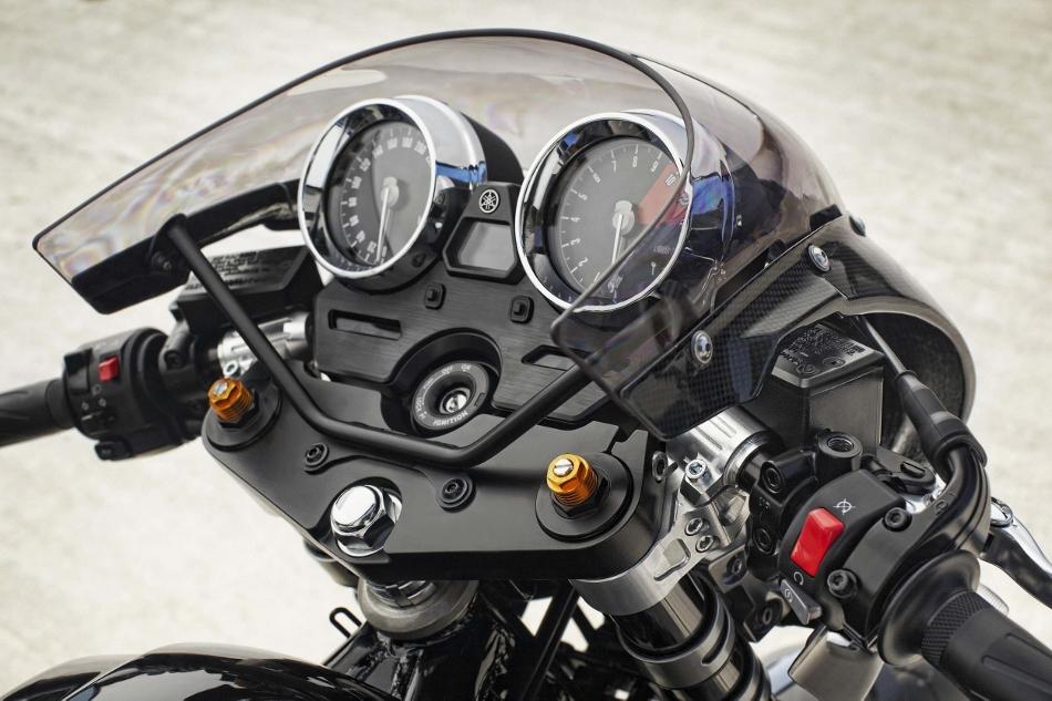 2015-Yamaha-XJR1300-Racer-19 (950x633)