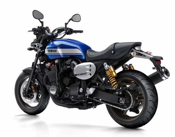 2015-Yamaha-XJR1300-EU-Power-Blue-Studio-005 (600x471)