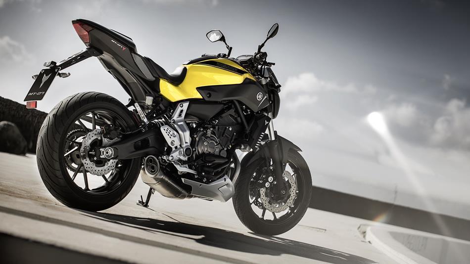 2015-Yamaha-MT-07-EU-Extreme-Yellow-Static-015.jpg