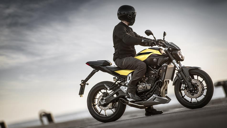 2015-Yamaha-MT-07-EU-Extreme-Yellow-Static-017.jpg