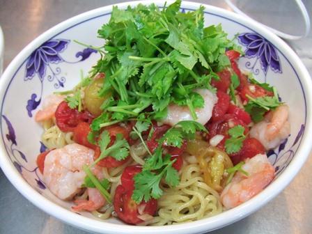 完熟トマトと海老の黒酢涼麺