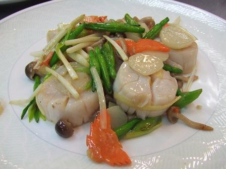 北海道ホタテと季節野菜の黄ニラ塩炒め
