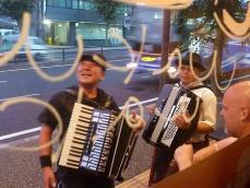 アコーディオンジャネト福田さん、アコーディオン竹村さん