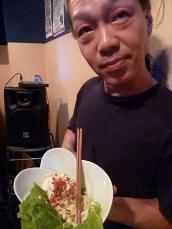 g村山義光氏、ポテトサラダを頂く