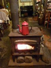 暖かいカラシヤクラシックのストーブ