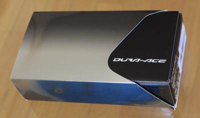 DURA-ACEペダルのパッケージ