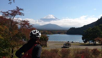 精進湖と富士