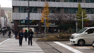 向かい側がYsロード名古屋