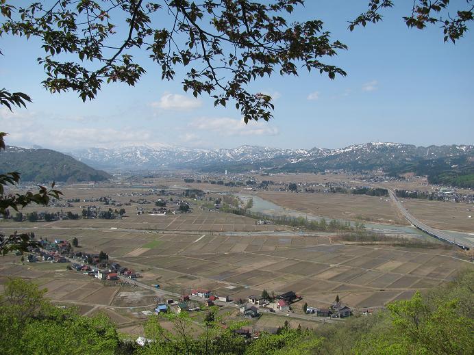 六万騎山山頂より町を見下ろす
