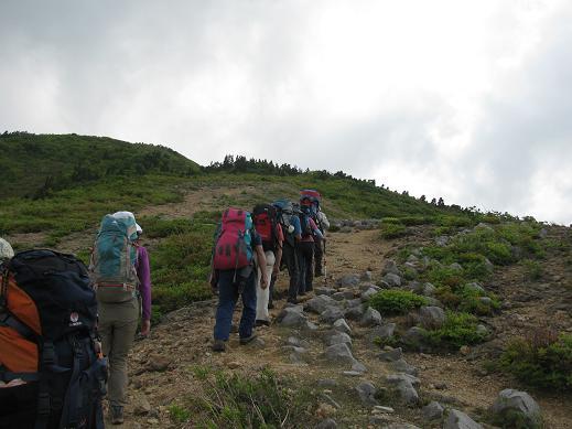 椿越峠から尻立山へ