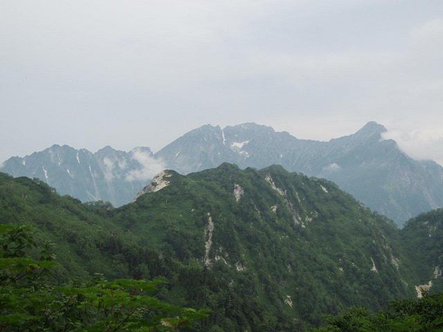 K1に向かう登山道からの穂高連峰と手前の六百山