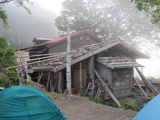 テント場と徳本峠小屋