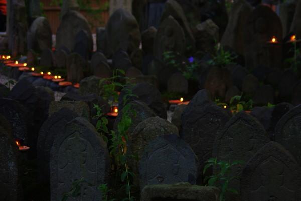 元興寺 石仏と灯明