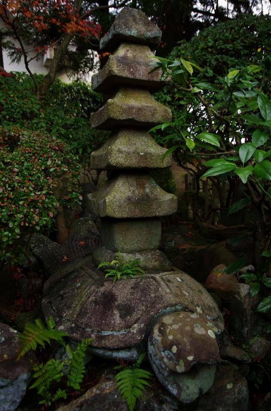 三作 亀の石塔