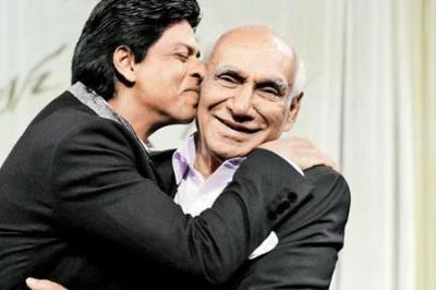 shah-rukh-khan+yash-chopra_convert_20121023113800.jpg