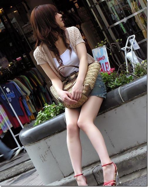 【ミニスカ絶対領域エロ画像】パンツが見えてなくても抜けそうなミニスカートのお姉さん画像(50枚)07-s