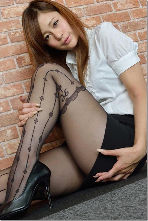 【ミニスカ絶対領域エロ画像】パンツが見えてなくても抜けそうなミニスカートのお姉さん画像(50枚)22-s