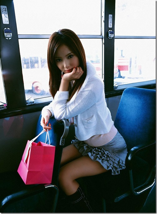 【ミニスカ絶対領域エロ画像】パンツが見えてなくても抜けそうなミニスカートのお姉さん画像(50枚)30-s