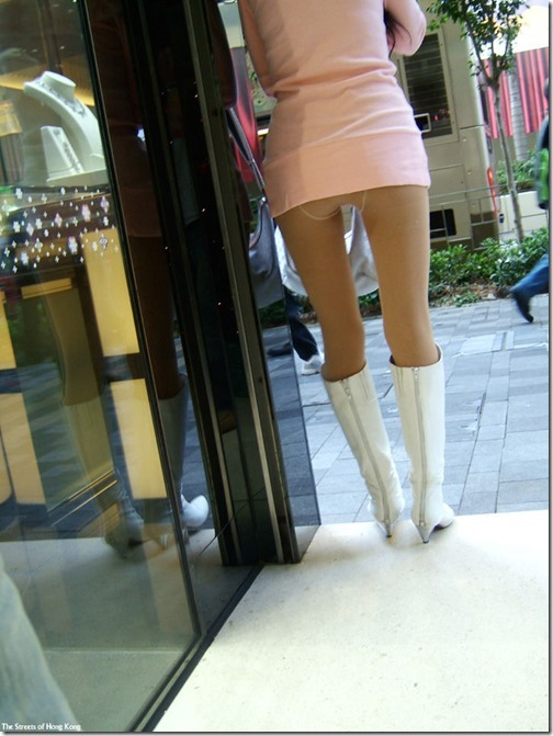 【ミニスカ絶対領域エロ画像】パンツが見えてなくても抜けそうなミニスカートのお姉さん画像(50枚)33-s