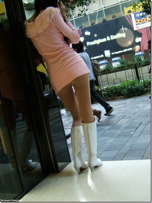 【ミニスカ絶対領域エロ画像】パンツが見えてなくても抜けそうなミニスカートのお姉さん画像(50枚)34-s